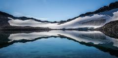 השתקפות באגם