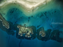 איים בים