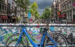 אופניים על גשר