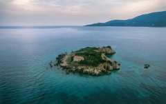 בית על אי בודד